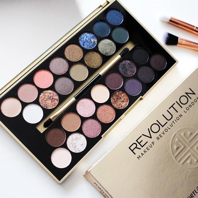Revolution paleta očních stínů -  BBB Fortune Favours the Brave 30 Eyeshadow