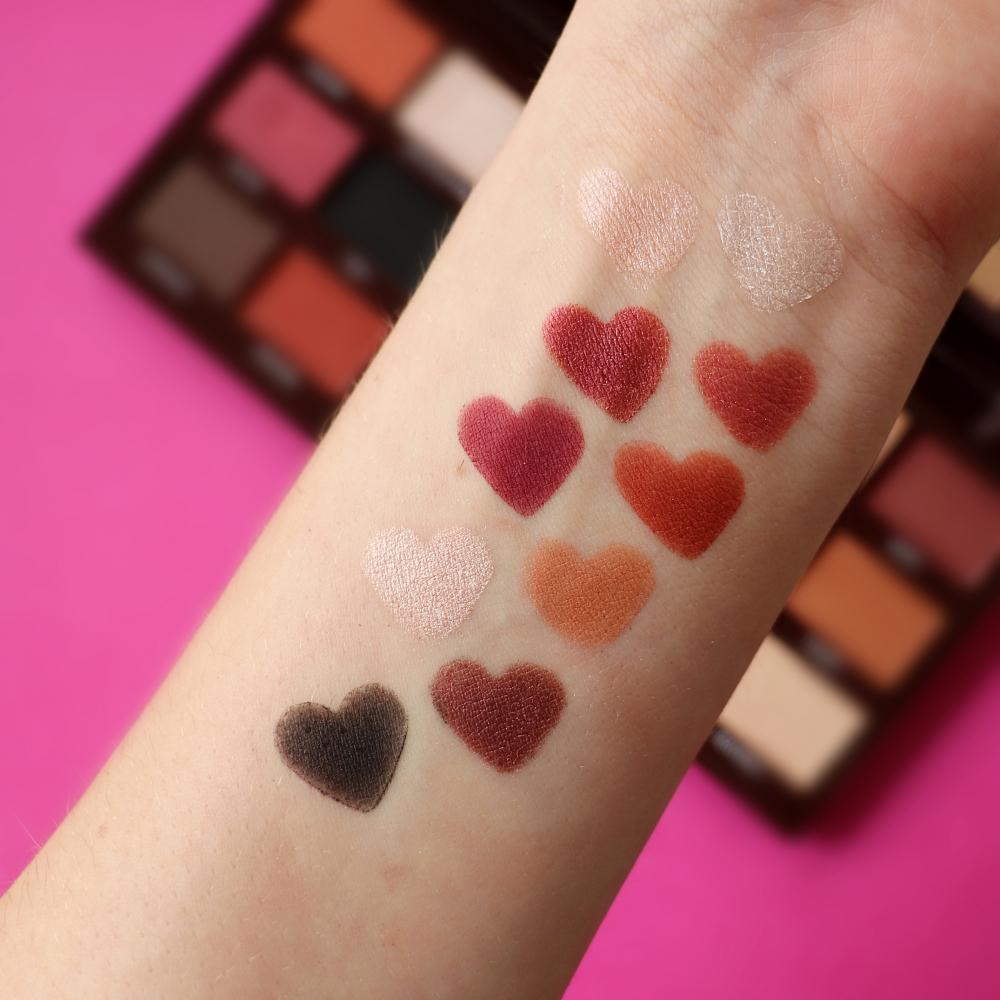 I Heart Revolution paleta senčil - Cranberries & Chocolate Eyeshadow Palette