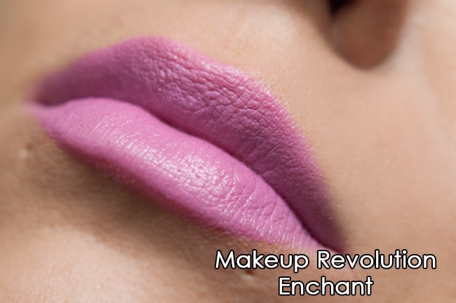Makeup Revolution ruž - Enchant