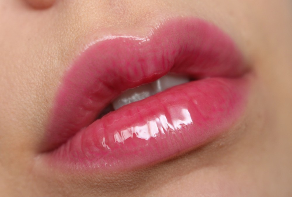 Makeup Revolution lip gloss - Raspberry