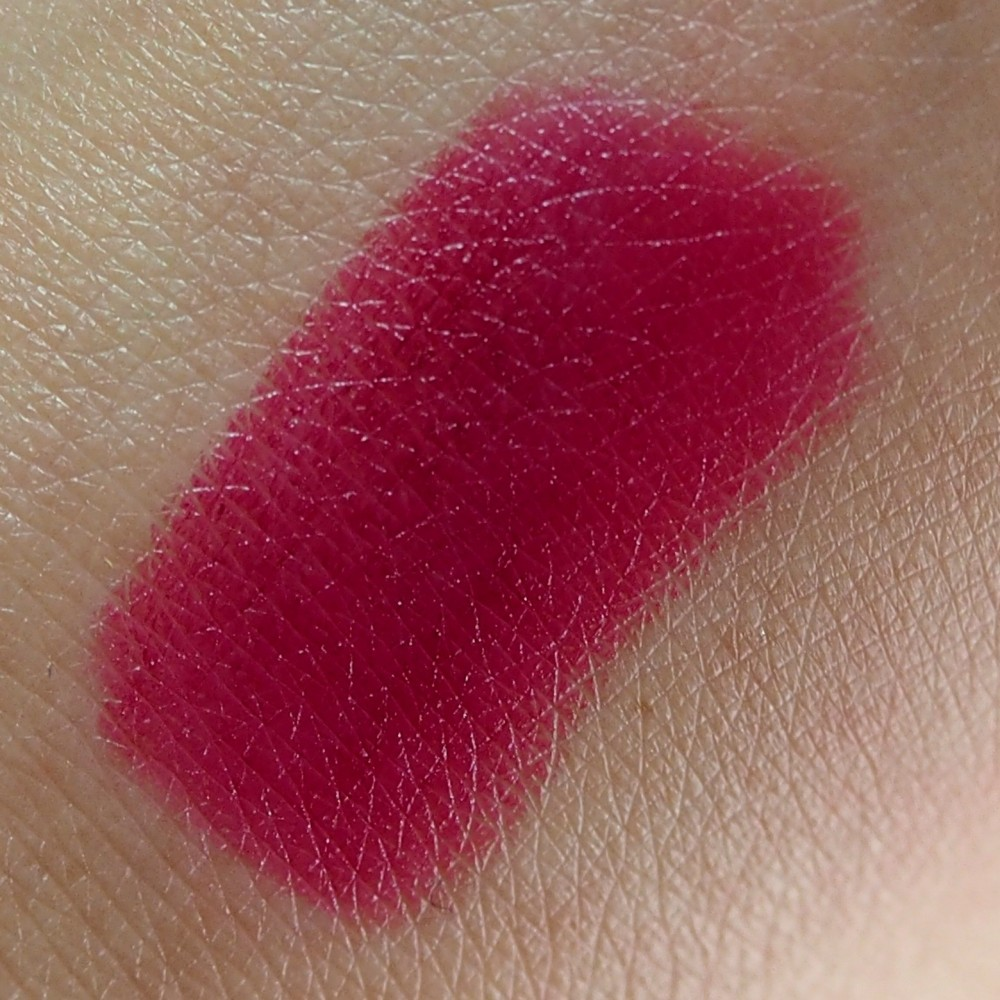 Makeup Revolution Iconic Pro Lipstick rúzs - No perfection yet
