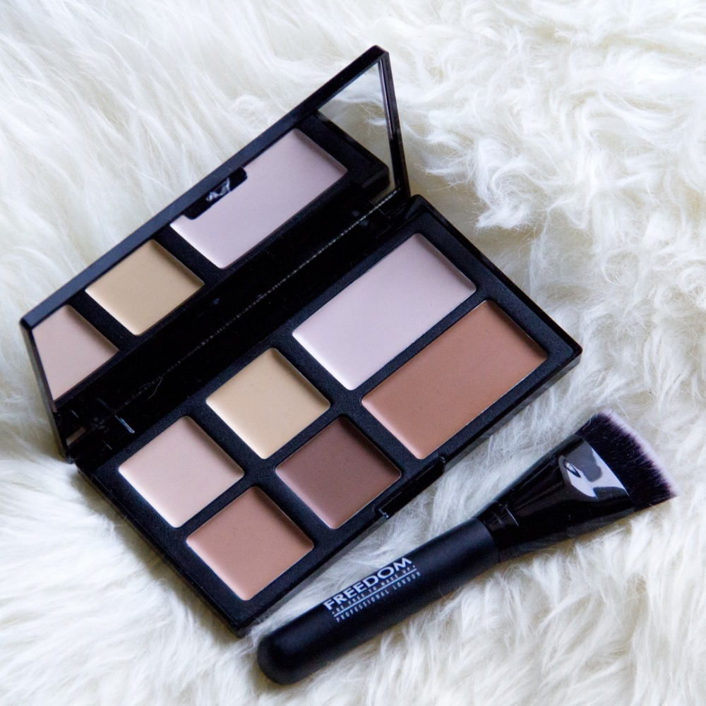 Freedom Makeup Pro Studio Strobe Cream Palette with Brush - krém kontúr paletta ecsettel